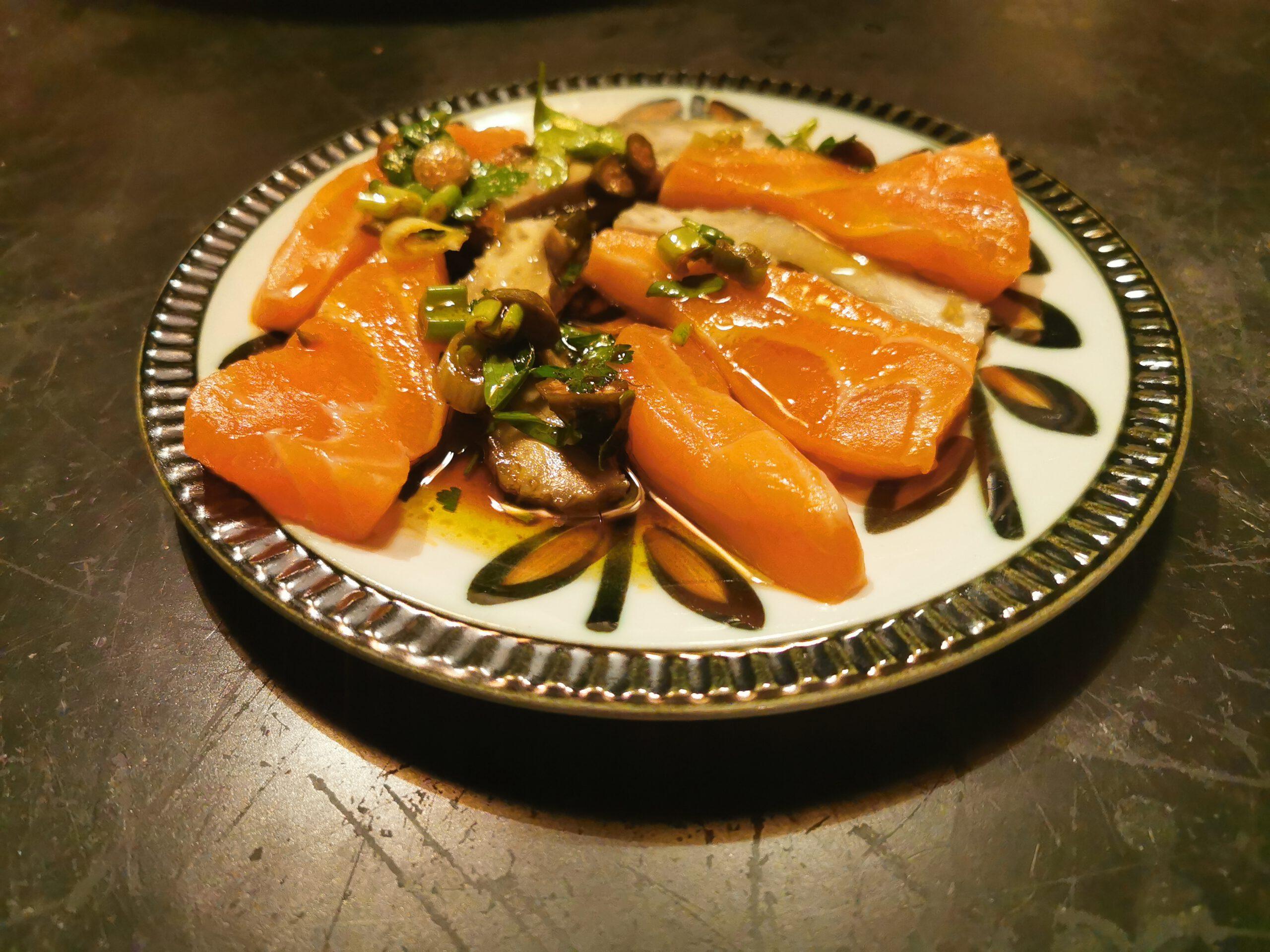 Lachs Sashimi mit Artischocke