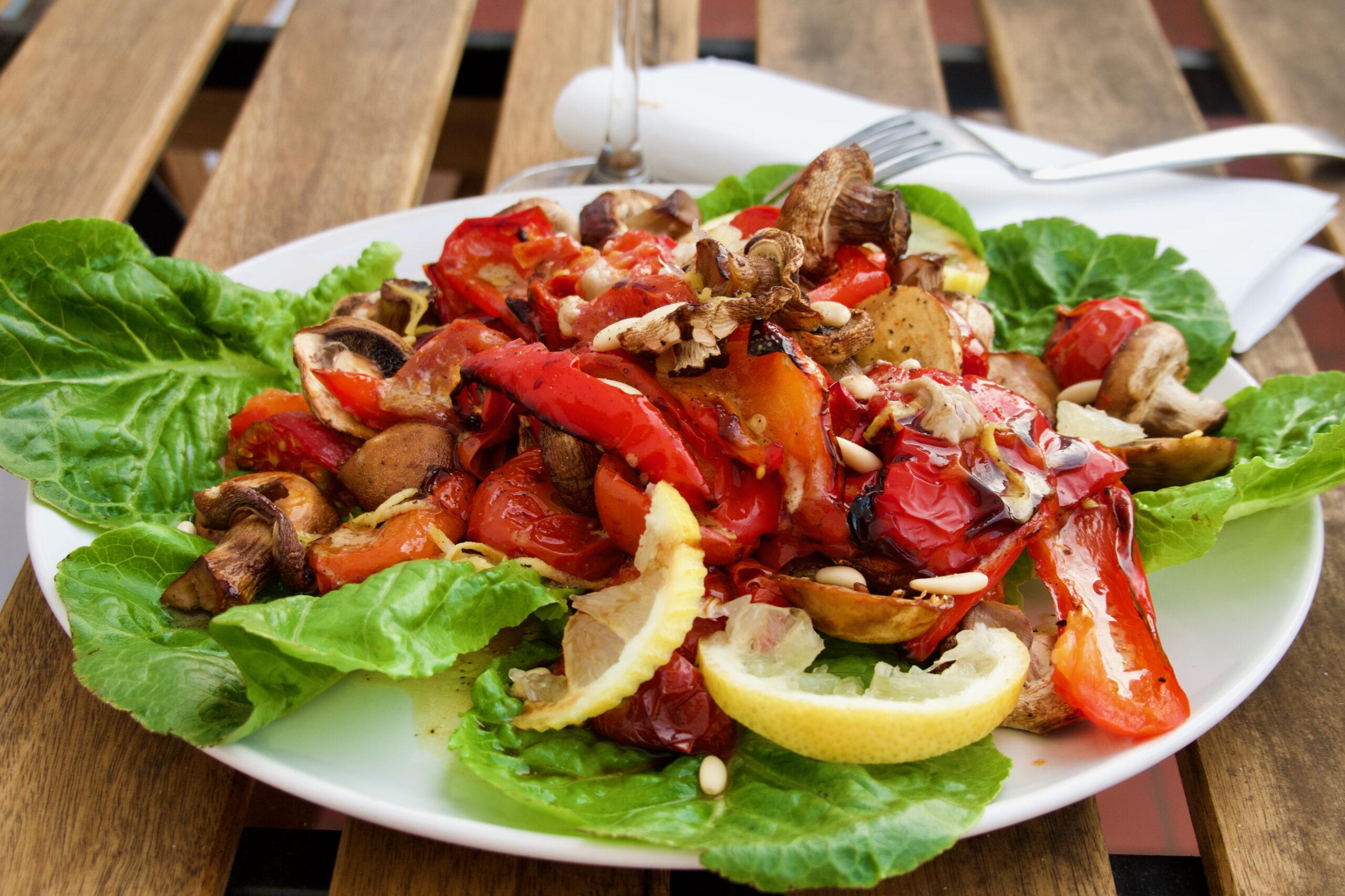 Knackig bunt gerösteter Paprika Salat